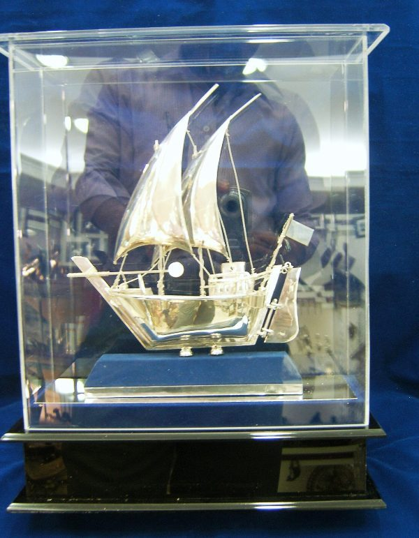 DHOW WITH ACRYLIC BOX
