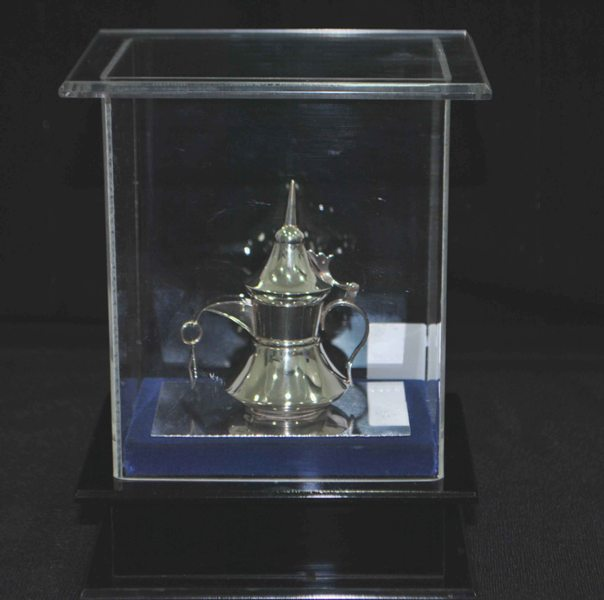 COFFEE POT WITH ACRYLIC BOX